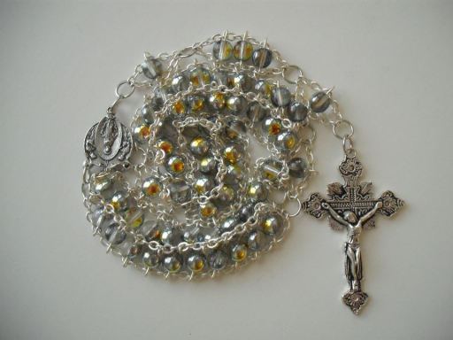 Vitrail Druk Glass with Angels Miraculous Medal and Ornate Crucifix